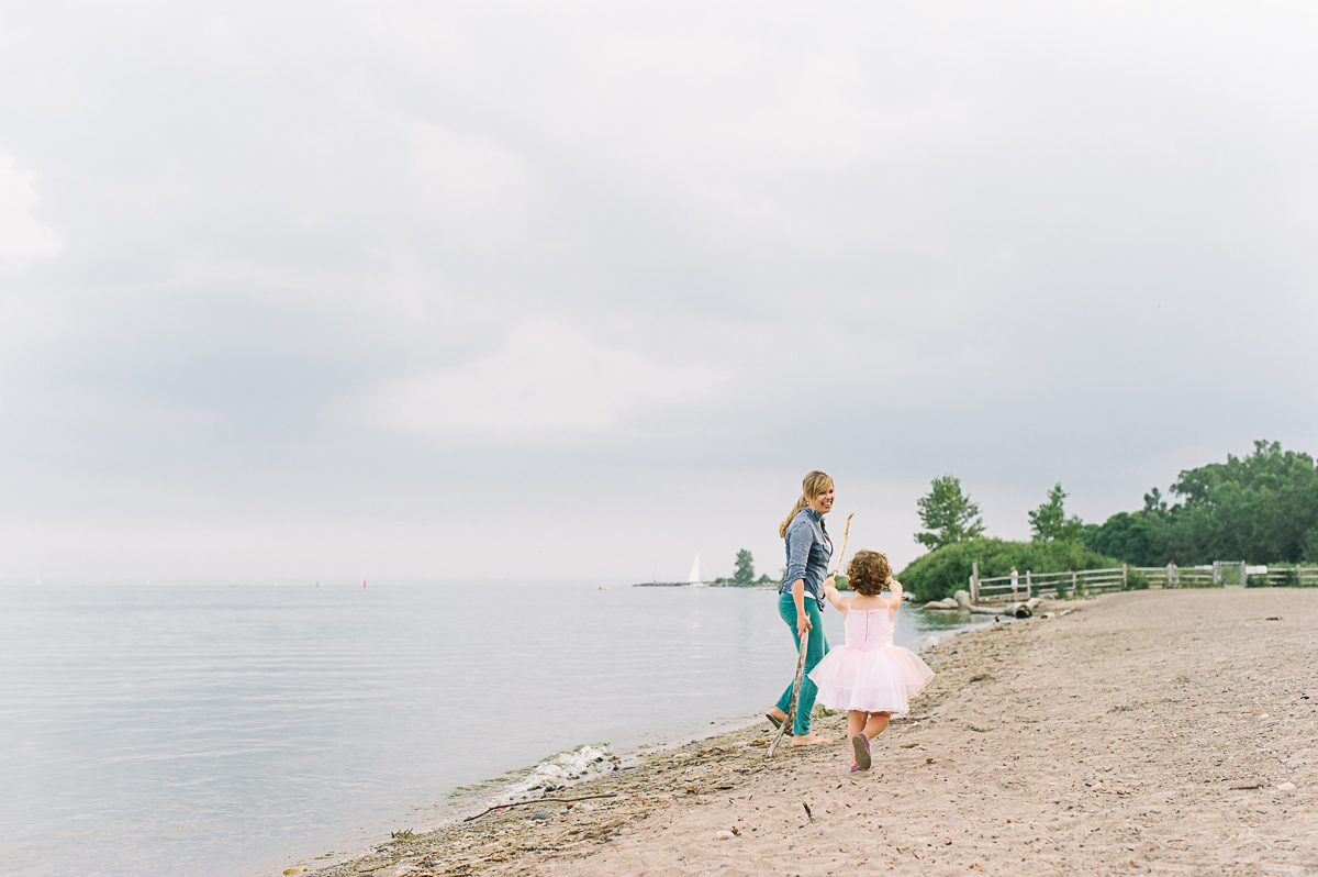 tara mcmullen photography toronto family photographer natural family photography toronto cherry beach toronto-006