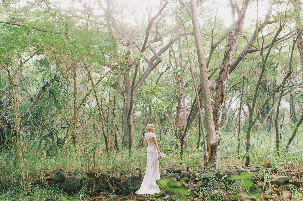 tara mcmullen photography toronto wedding photographer destination wedding photographer in toronto maui wedding photography sheraton maui wedding photos rainforest wedding photos dragons teeth wedding photos jenny packham wedding gown-028