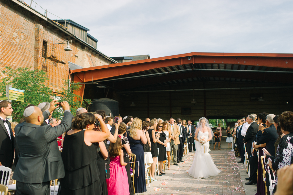 tara mcmullen photography evergreen brickworks wedding brick works wedding toronto wedding photos at the brickworks tiffany pratt wedding blush and bloom wedding florals documentary style wedding photography toronto-018