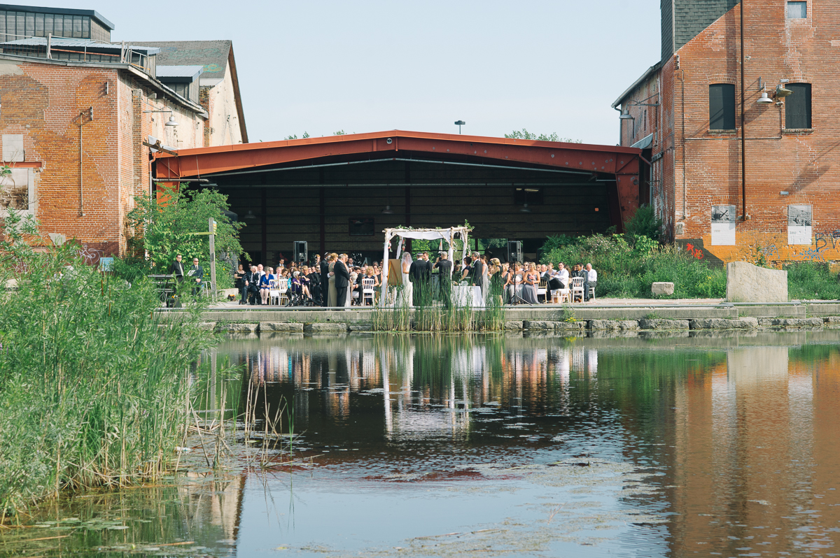 tara mcmullen photography evergreen brickworks wedding brick works wedding toronto wedding photos at the brickworks tiffany pratt wedding blush and bloom wedding florals documentary style wedding photography toronto-020