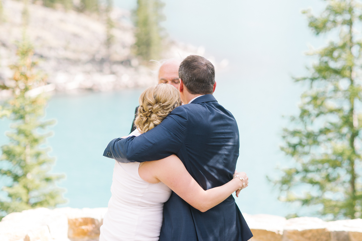 tara mcmullen photography toronto wedding photography banff wedding photographer moraine lake wedding banff national park elopement in banff intimate wedding photography documentary wedding photographer-023