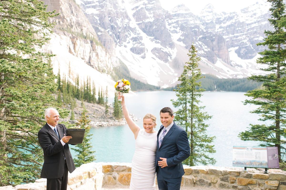 tara mcmullen photography toronto wedding photography banff wedding photographer moraine lake wedding banff national park elopement in banff intimate wedding photography documentary wedding photographer-024