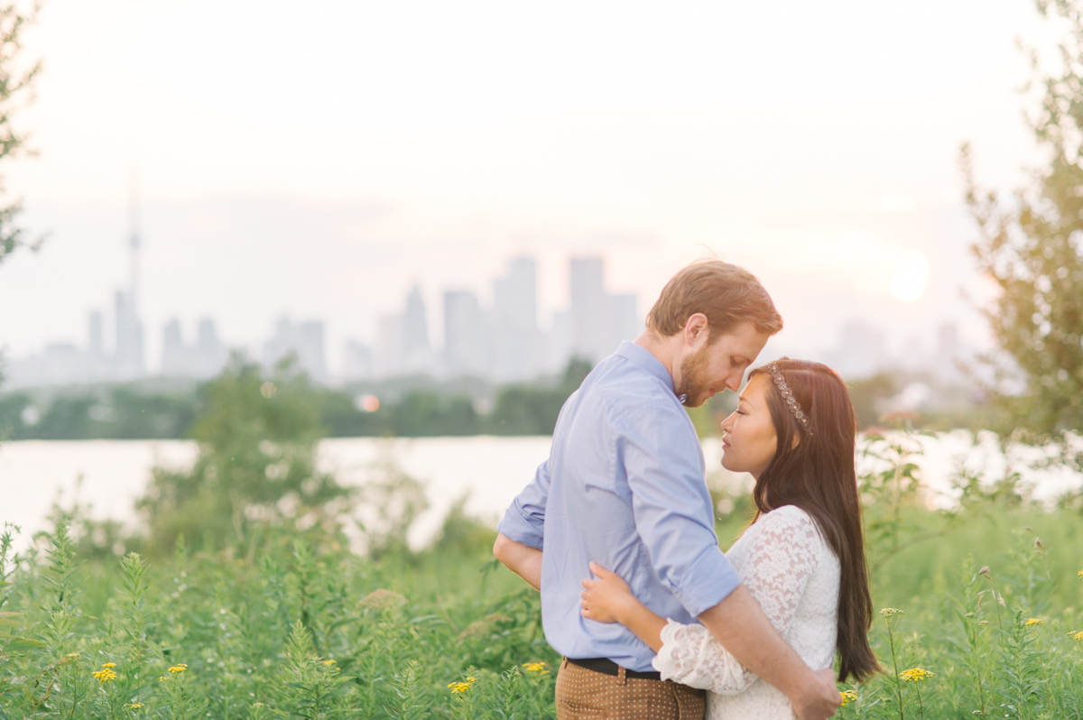 tara mcmullen photography associate photographer barb simkova toronto engagement photographer natural engagement photography toronto-004
