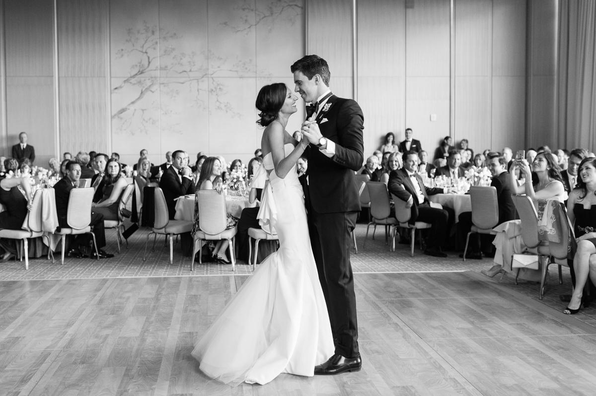 tara mcmullen photography toronto wedding photographer knox college wedding photos four seasons wedding toronto karina lemke weddings vera wang gown-051