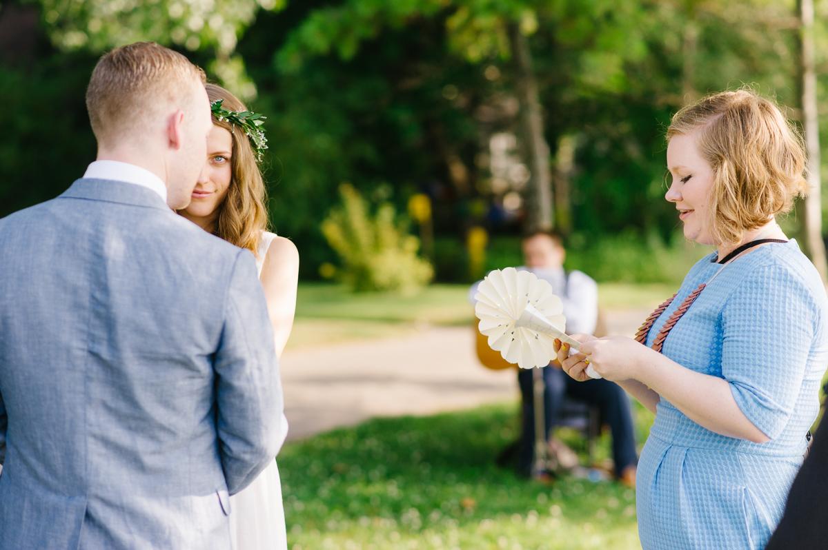 tara mcmullen photography documentary style wedding photography toronto island wedding wards island wedding best outdoor wedding venues toronto-028