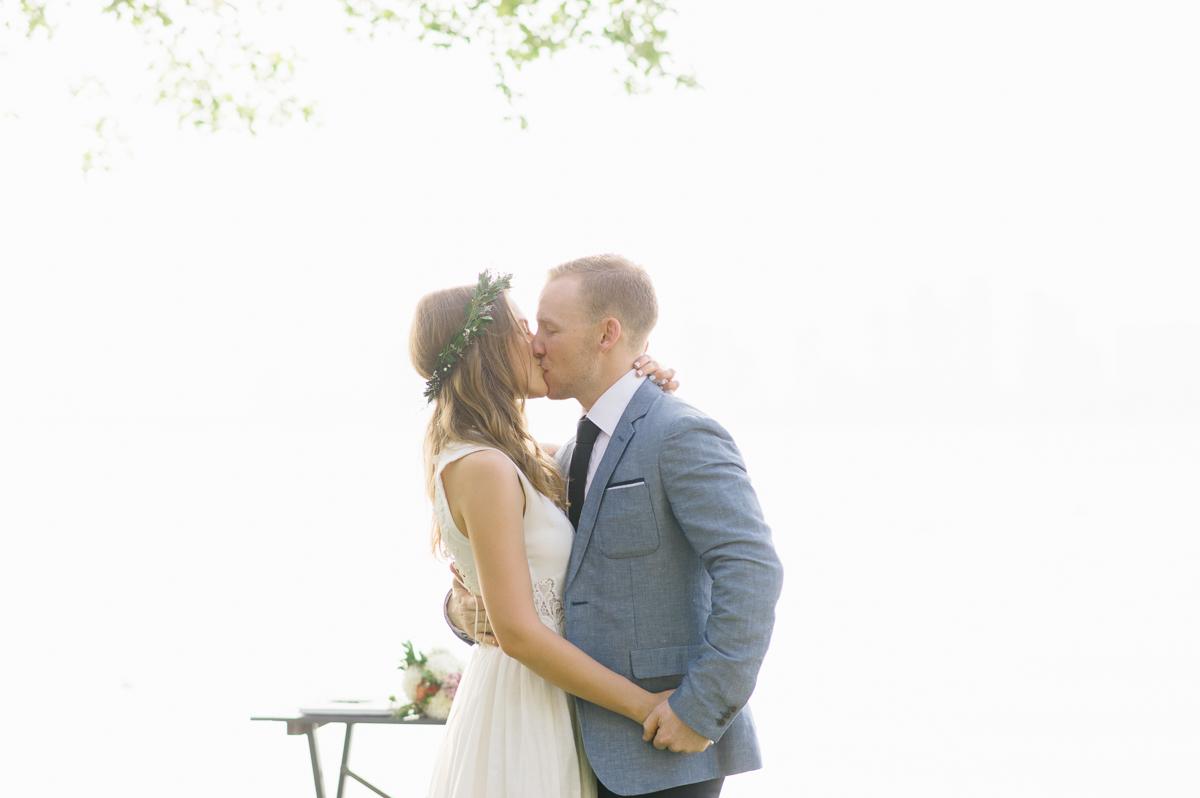 tara mcmullen photography documentary style wedding photography toronto island wedding wards island wedding best outdoor wedding venues toronto-031