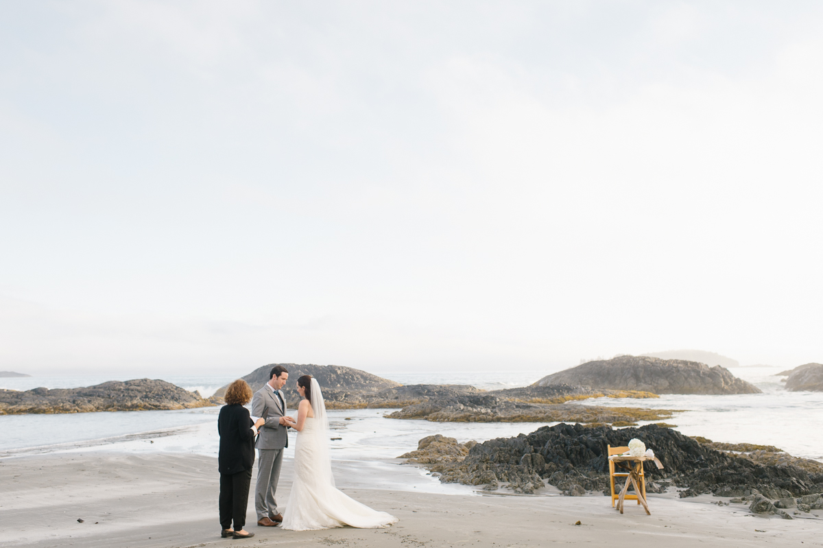 tara mcmullen photography wickaninnish inn wedding wick inn elopement tofino elopement photographer beach elopement in canada BC elopement where to elope in tofino-014