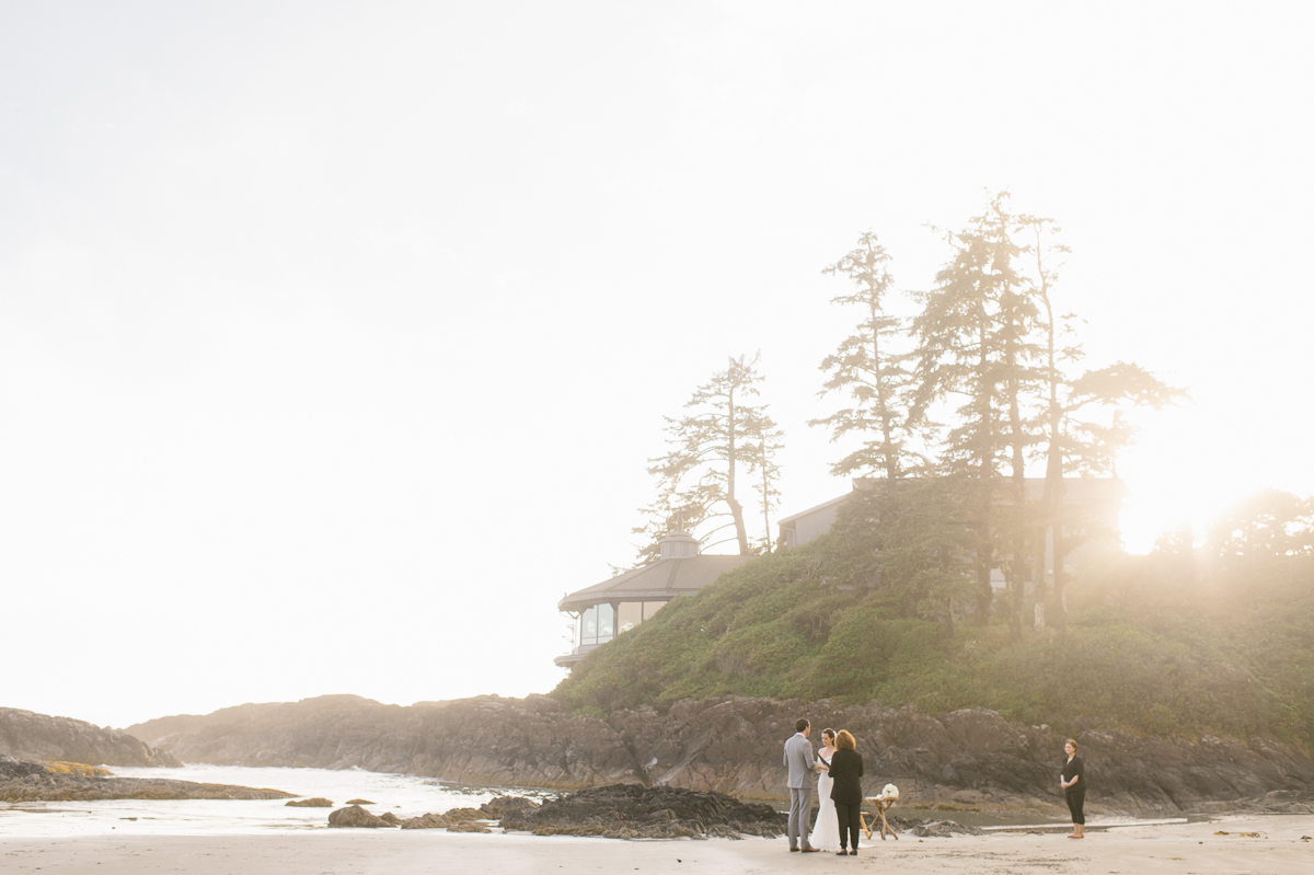 tara mcmullen photography wickaninnish inn wedding wick inn elopement tofino elopement photographer beach elopement in canada BC elopement where to elope in tofino-019