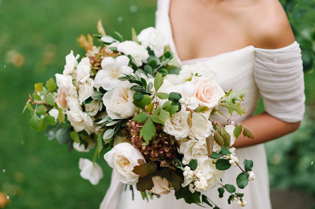 tara mcmullen photography toronto wedding photographer distillery district wedding cluny wedding photos sweet woodruff wedding flowers-026