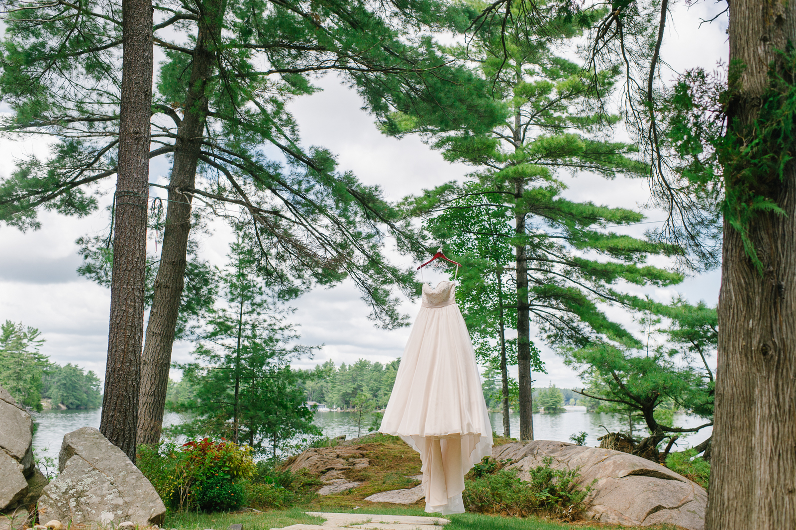 tara mcmullen photography muskoka wedding photographer st peters on the rock wedding photos muskoka wedding photos where to get married in muskoka camp ooch wedding-005