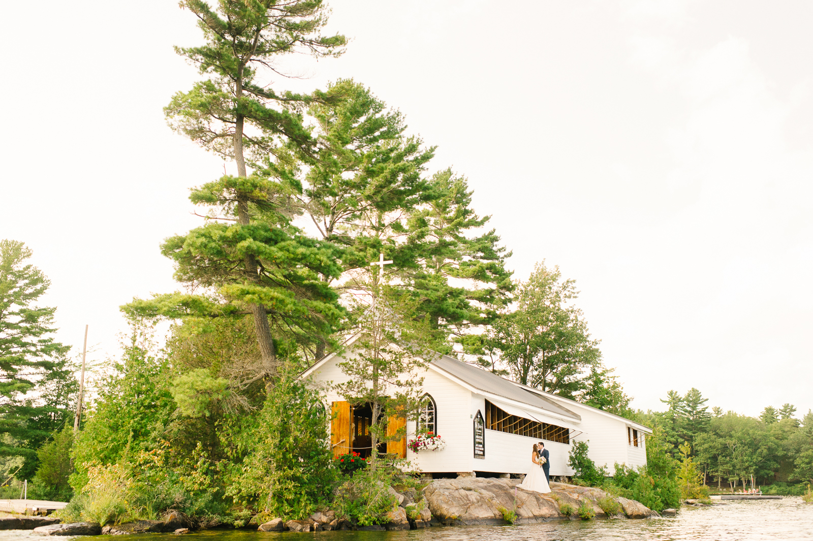tara mcmullen photography muskoka wedding photographer st peters on the rock wedding photos muskoka wedding photos where to get married in muskoka camp ooch wedding-043