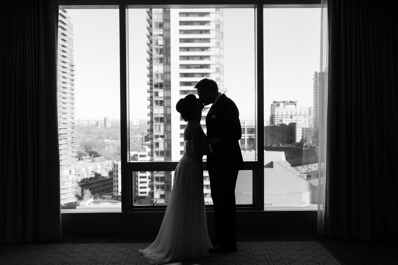 tara mcmullen photography four seasons toronto wedding photos jesi haack design wedding love by lynzie wedding confetti and champagne-006