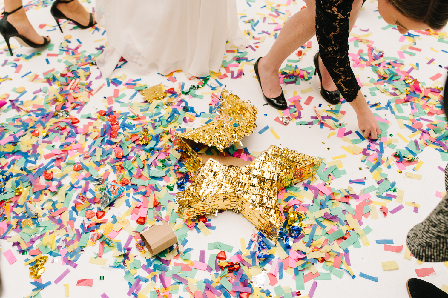 tara mcmullen photography four seasons toronto wedding photos jesi haack design wedding love by lynzie wedding confetti and champagne-024