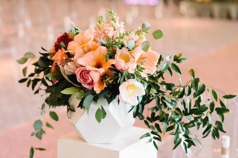 tara mcmullen photography four seasons toronto wedding photos jesi haack design wedding love by lynzie wedding confetti and champagne-027