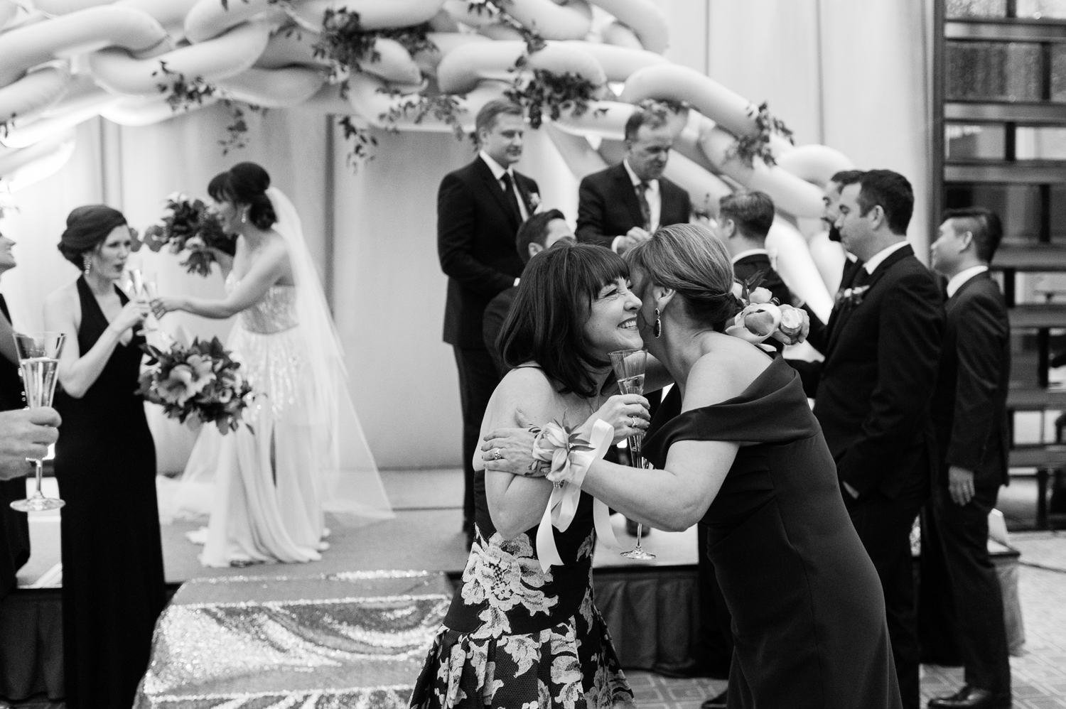 tara mcmullen photography four seasons toronto wedding photos jesi haack design wedding love by lynzie wedding confetti and champagne-035