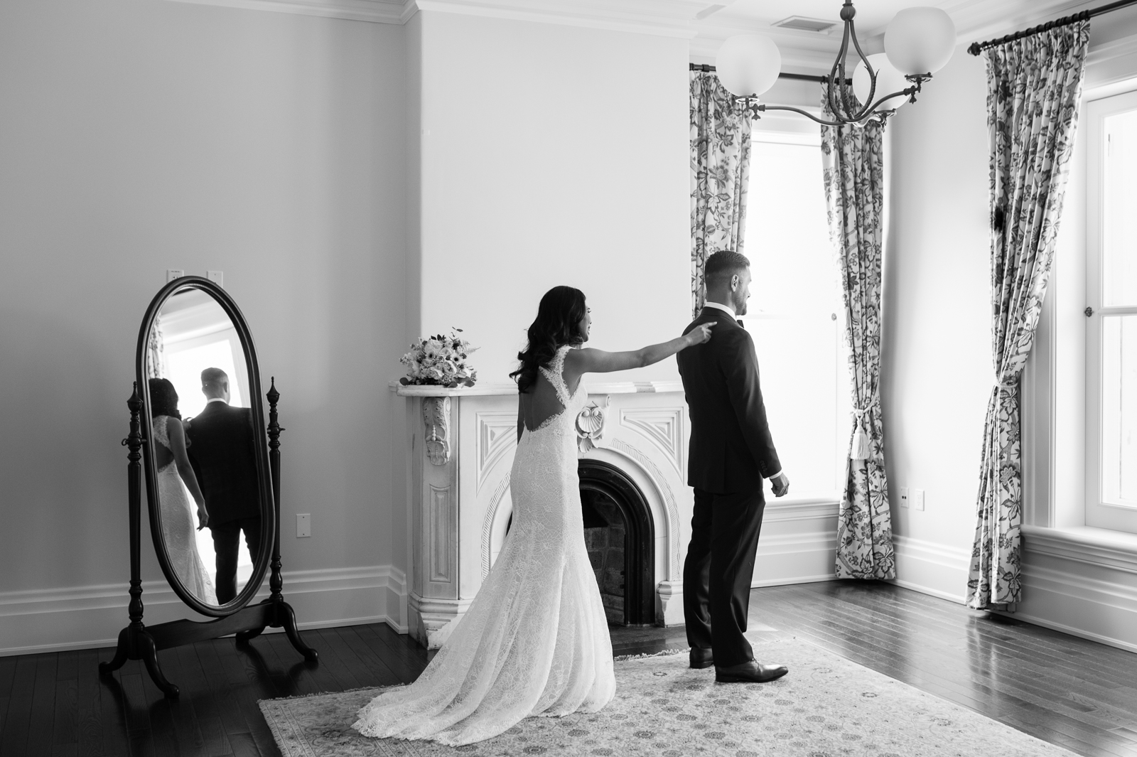 tara-mcmullen-photography-toronto-wedding-photography-alderlea-mansion-wedding-alderlea-wedding-brampton-scotsdale-farm-wedding-reem-acra-wedding-006