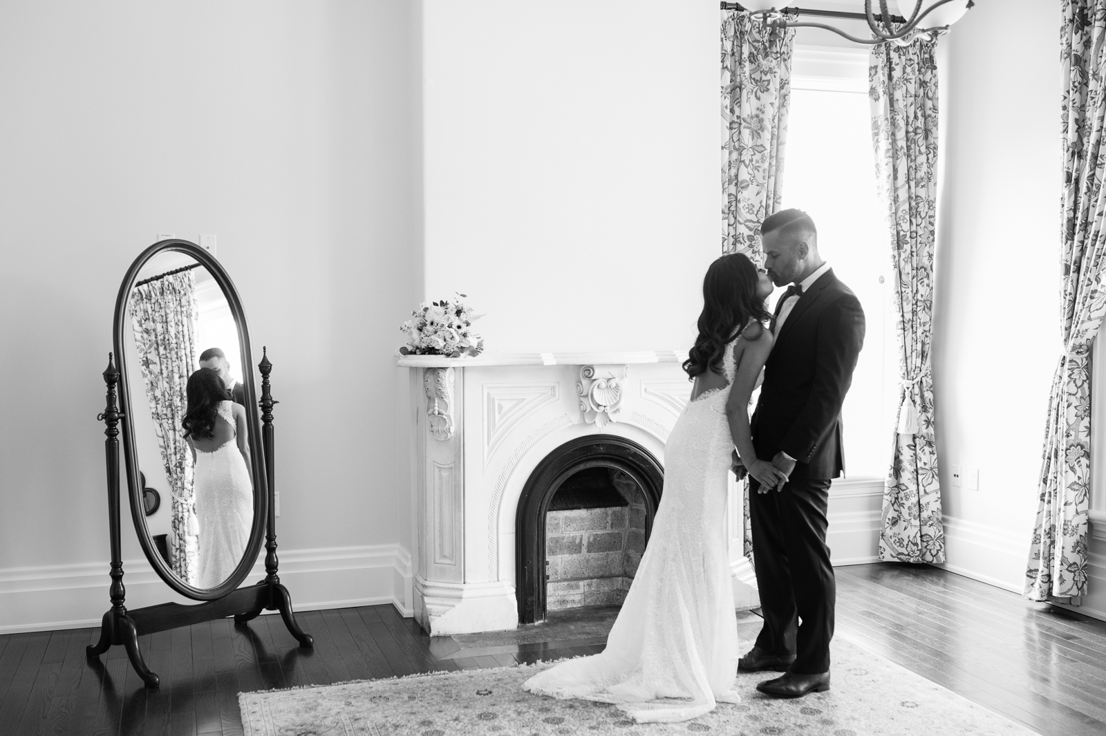 tara-mcmullen-photography-toronto-wedding-photography-alderlea-mansion-wedding-alderlea-wedding-brampton-scotsdale-farm-wedding-reem-acra-wedding-008