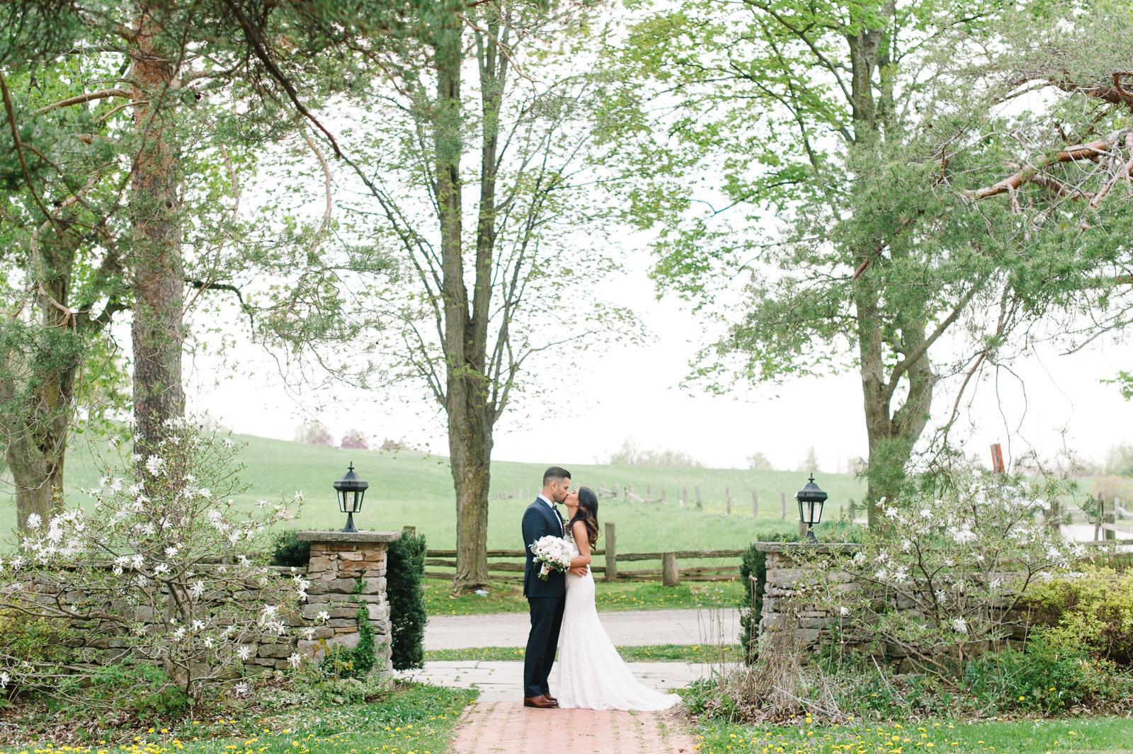 tara-mcmullen-photography-toronto-wedding-photography-alderlea-mansion-wedding-alderlea-wedding-brampton-scotsdale-farm-wedding-reem-acra-wedding-014